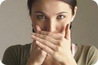 Причины и избавление от неприятного запаха изо рта
