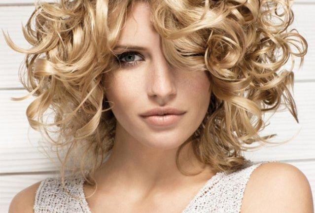 Если вы хотите чтобы ваши волосы выглядели здоровыми и перестали выпадать, вы должны питаться натуральными продуктами и