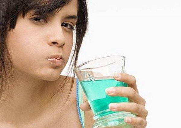 запах изо рта после родов причины