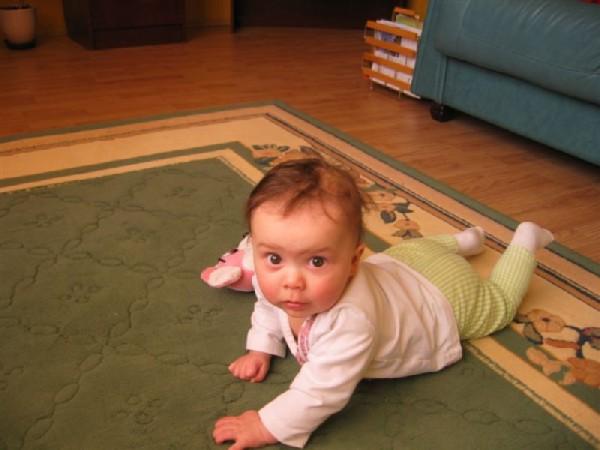 Ребенка можно учить ходить аккуратно