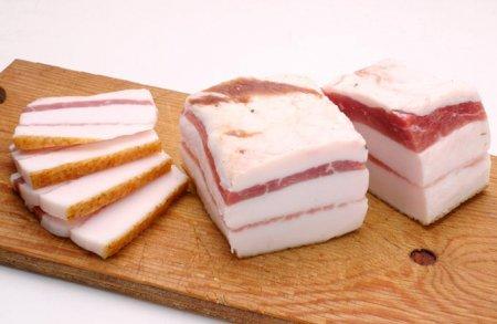 Кусок свиного сала